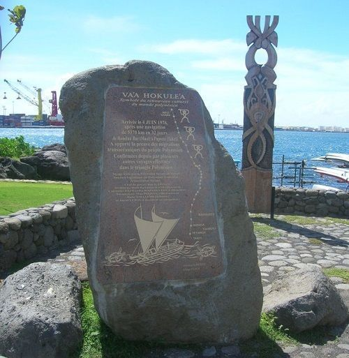 Monolito en Tahití a D. Bonechea